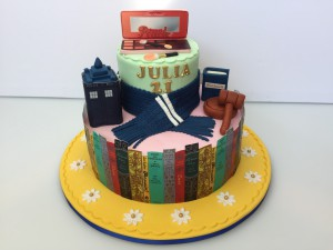 Feesttaarten - Stapeltaart Dr Who, Make-up en bibliotheek Julia