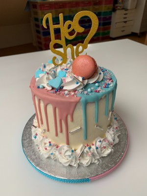 Drip Cake - Gender reveal dripcake
