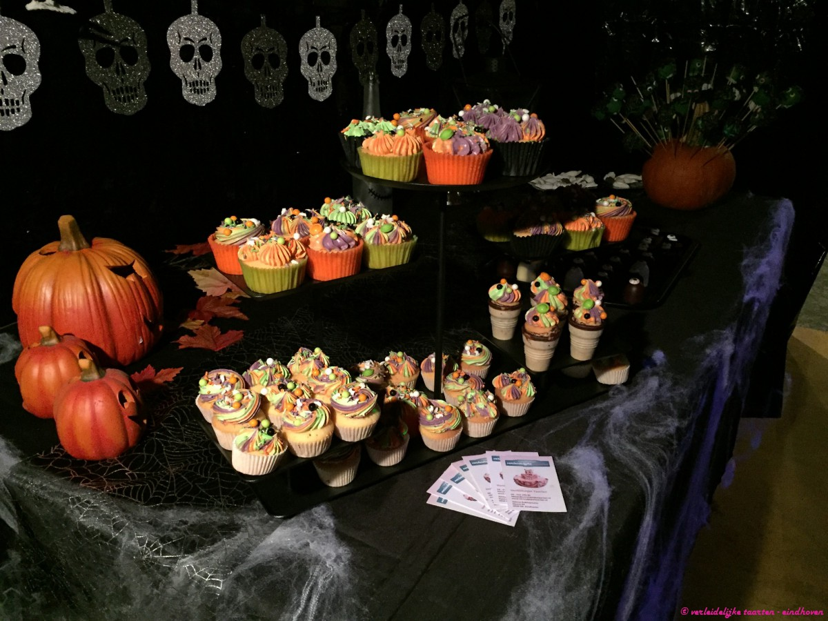 Sweettable - Halloween sweet table cupcakes